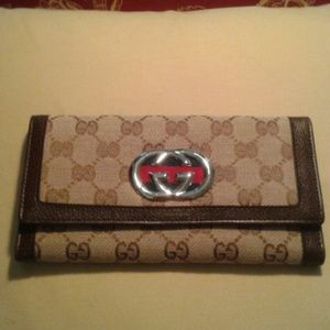 GUCCI wallet nice big one nrand new too!
